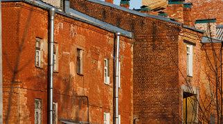 Здание суконной фабрики (Гатчина)>