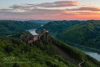 Sonnenuntergang bei Burgruine Aggstein im Frühling