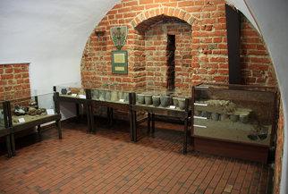 Gabloty w nidzickim muzeum pokazujące technologię budowania dróg