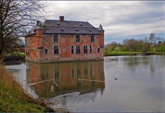 Belgium : Feudal 13th century Fernelmont castle