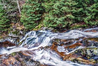 die Steinerne Renne Fließt über Granitgestein