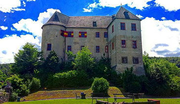 From a few weeks ago here's a pic of the side end of #lockenhaus #castle the former fortress of