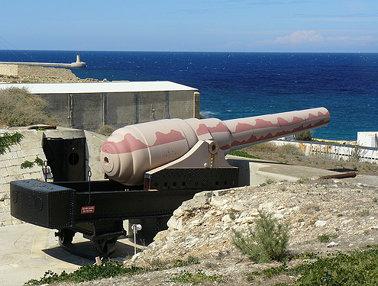 Fort Rinella, Kalkara - Armstrong 100-ton gun