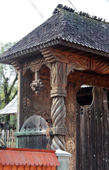 Gates in Budeşti, Jud. Maramareş, Romania