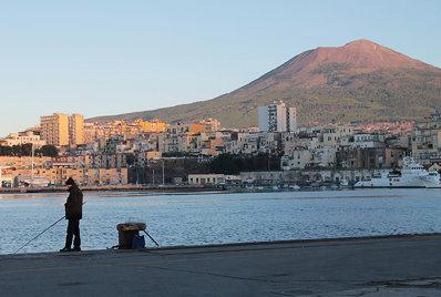 Man, his buildings and...Vesuvio (L'uomo, le sue costruzioni e...il Vesuvio)