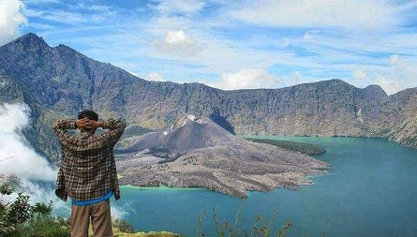 Show 5 unique facts Mount Rinjani