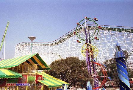 Sky Wheel and coasters, México