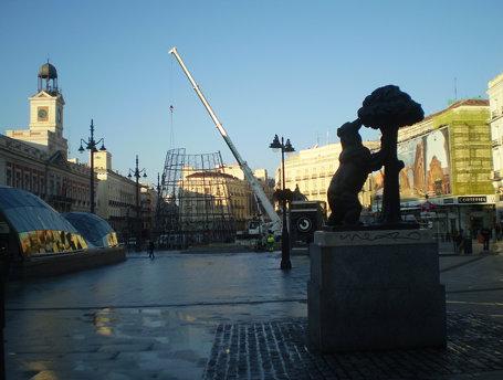 Photo gallery of estatua del oso y el madro o in madrid for Plaza de la puerta del sol