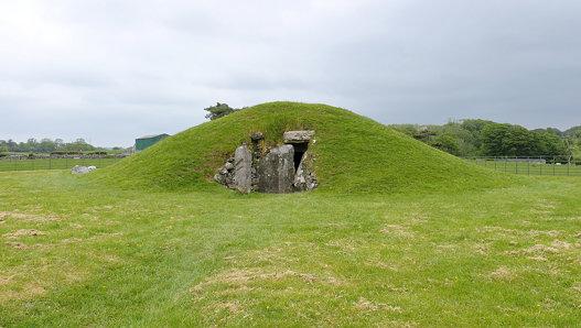Bryn Celli Ddu Burial Chamber (3000 BC), Nr. Llanddaniel Fab, Holy Island (507302)