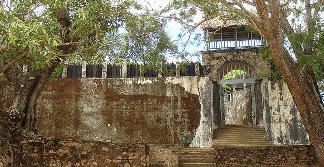 Amborona - アンブヒマンガの丘の王領地