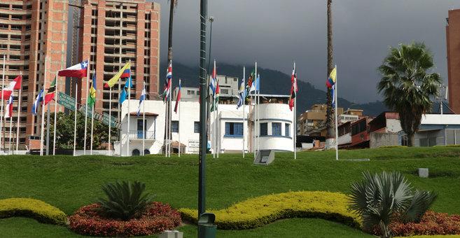 Urbanización Mariperez - Monumento a Colón en el Golfo Triste