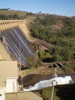 Vertedouro da Represa de Itupararanga