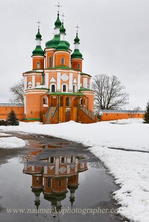 Густыня. Петро-Павловская церковь