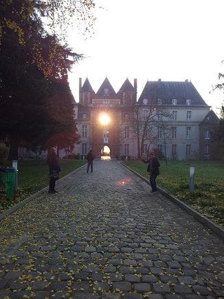 Le soleil à travers une fenêtre de chateau