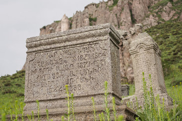 Graves in Goris