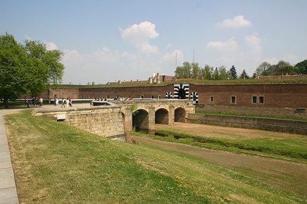 Poort naar Kleine Vesting (strafkamp van de Gestapo)
