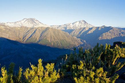 Cerro Azul y Volcán Descabezado Grande