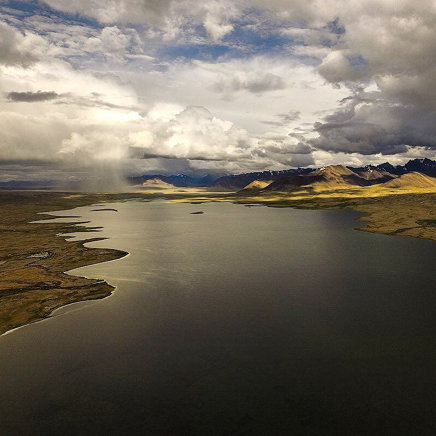 Гроза над озером Зоркуль, Памир, Таджикистан.