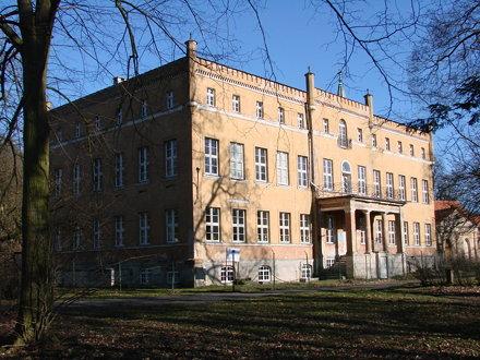 Pałac w Dąbroszynie - front
