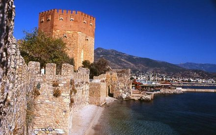 Turkey - Province Antalya - Alanya - City wall / castle fortification wall with Red Tower (photo)
