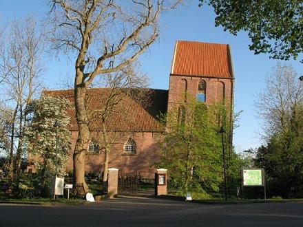 Suurhusen Hervormde kerk met scheefste toren van de wereld
