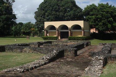 Ruinas de Caparra-Lugar donde Juan Ponce de León construyó, en 1508, la primera Casa-Fuerte, que sir