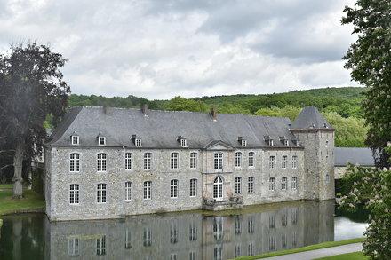 Le château de Rouillons sous un ciel gris