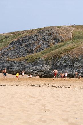 """Morbihan : Belle-île-en-mer : plage de Kerguelen : """" la partie de ballon """""""