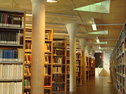 Campusbibliotheek Arenberg: interior view of library shelving area toward the east