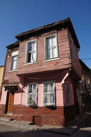 Pink house in Balat