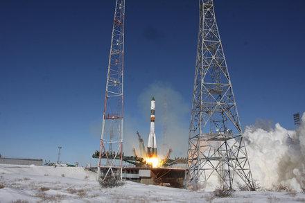 Ракета-носитель «Союз-У» с грузовым кораблем «Прогресс МС-05» // Soyuz-U launch vehicle together wit