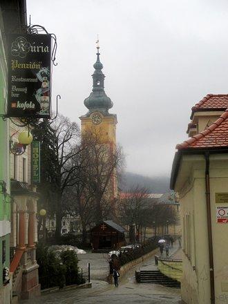 Pohled na hrad Banská Bystrica z Bakossovy ulice