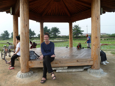På en paviljong i Gyeongju