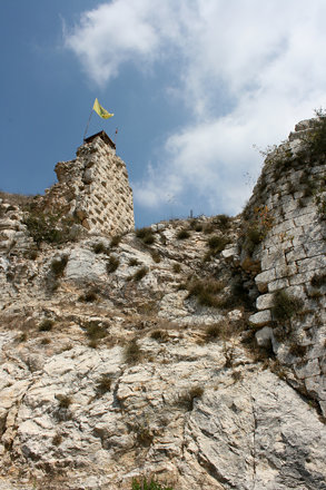 hezbollah flag at beaufort castle