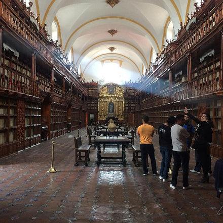 0901 Biblioteca Palafoxiana, la biblioteca más antigua de #LATAM, enclavada en el corazón de la bell