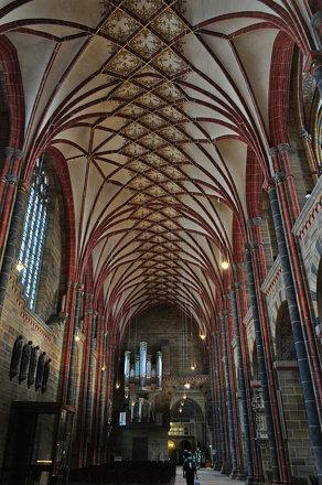 Nef, cathédrale St Pierre (XIe au XIXe), Rathausplatz, Brême, Allemagne.