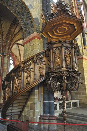 Chaire, cathédrale St Pierre (XIe au XIXe), Rathausplatz, Brême, Allemagne.
