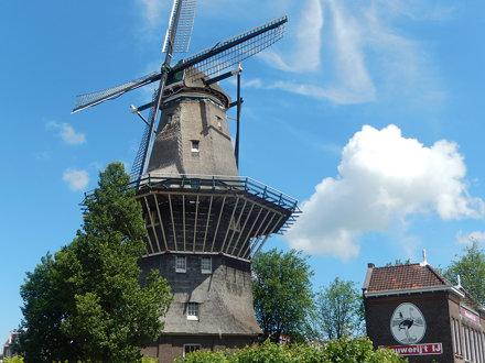 Amsterdam, molen De Gooyer en Brouwerij 't IJ
