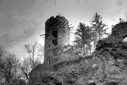 Dunkler Turm