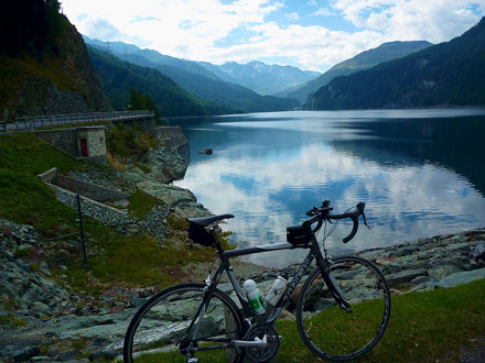 Lake Marmorera: On way down from Julierpass