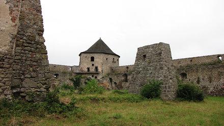 hrad Bzovík 3