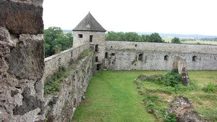 hrad Bzovík 5