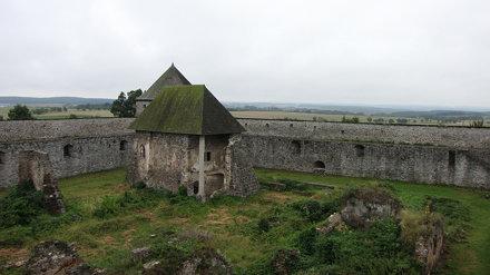 hrad Bzovík 2