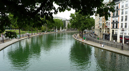 Paris - canal st martin - heading north out of city centre