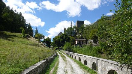 The road to Castelmur