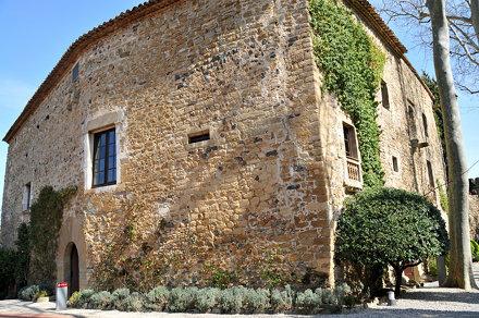 Façana de la Casa-Museu Castell Gala Dalí, Púbol