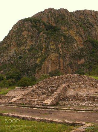Chalcatzingo pirámide