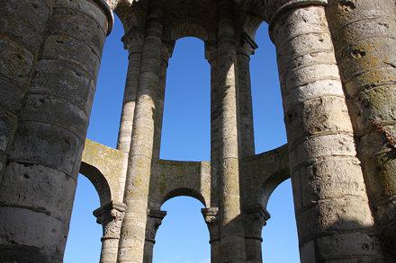 Tour Charlemagne de l'abbatiale Saint-Sauveur de Charroux