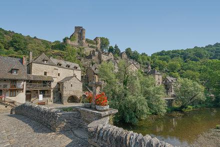 2019-08-06 (14) Belcastel. Vieux Pont sur l'Aveyron (XVe siècle) & Château (XIe-XVe siècles