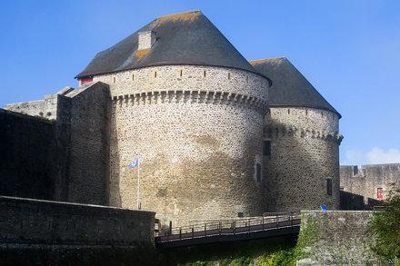 Le château de Brest, les tours Paradis